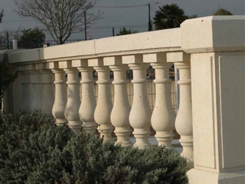 Balustrade pierre reconstituee exterieur boutique for Encadrement fenetre pierre reconstituee