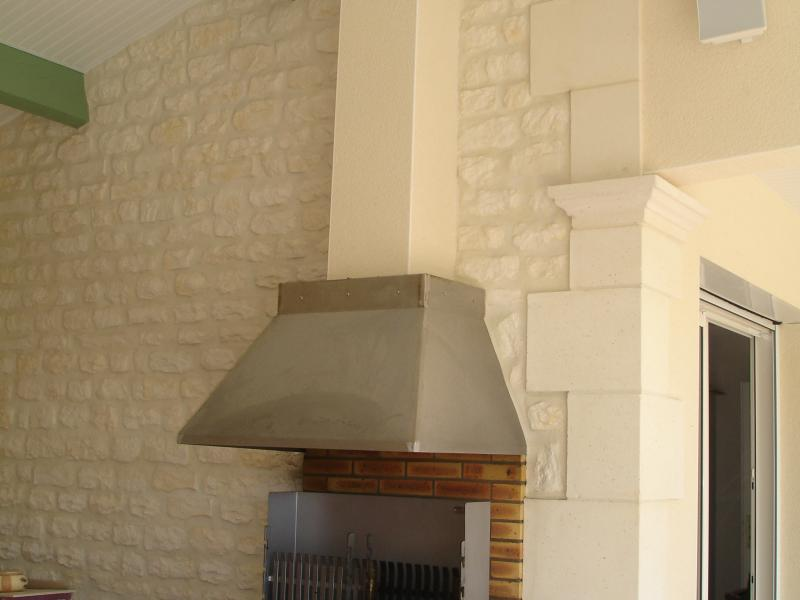 Chaine d'angle  Placage Aspect Pierre et Coquillere pierre reconstituée Poupelin