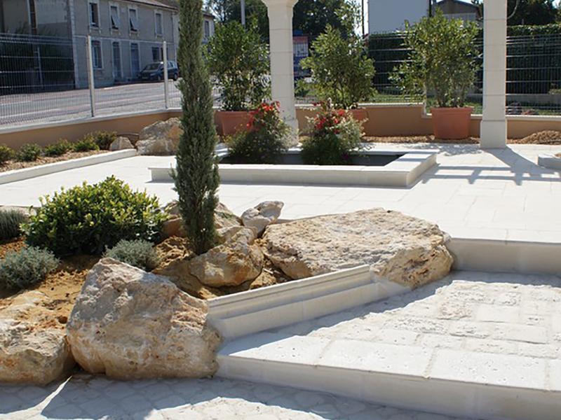 NEZ DE MARCHE ANCIEN pierre reconstituée Poupelin